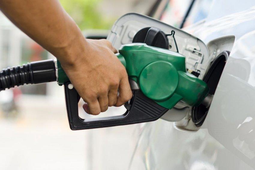 Rebajar el impuesto específico a los combustibles es socialmente regresivo, contaminante y atenta contra la acción climática