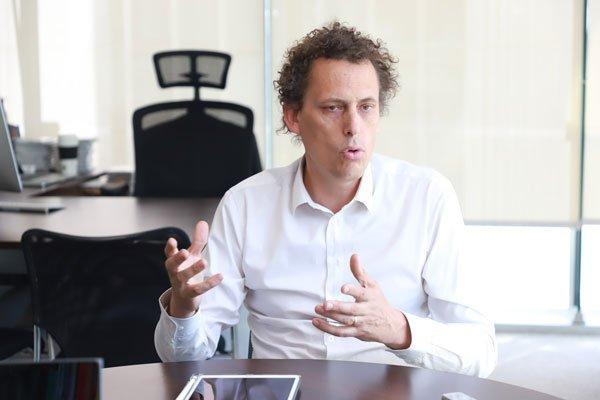 """Claudio Seebach: """"La elite ha vivido una creciente desconexión de la realidad"""""""