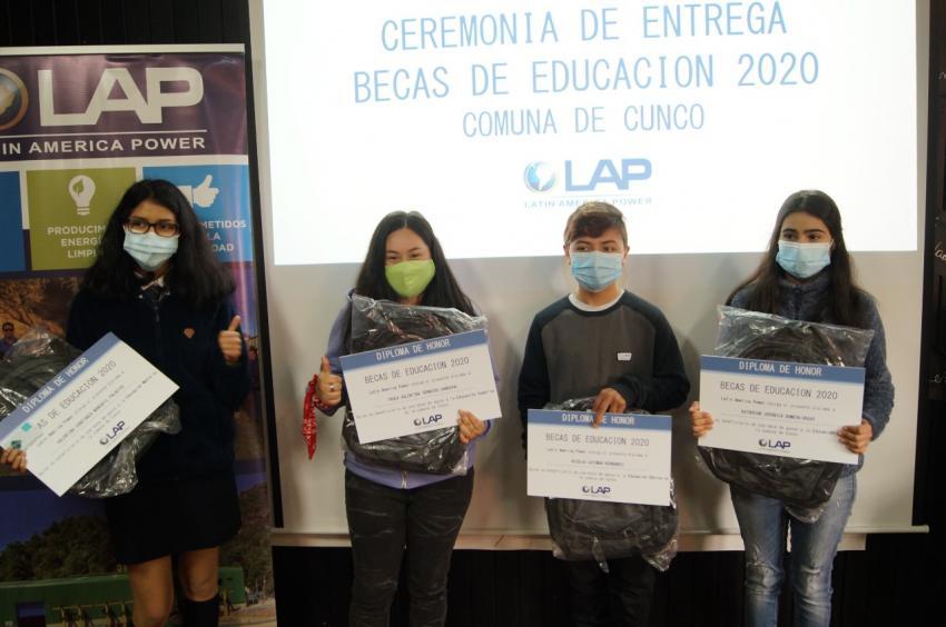 Alumnos de Cunco recibieron becas de estudio para  enseñanza básica, media y superior