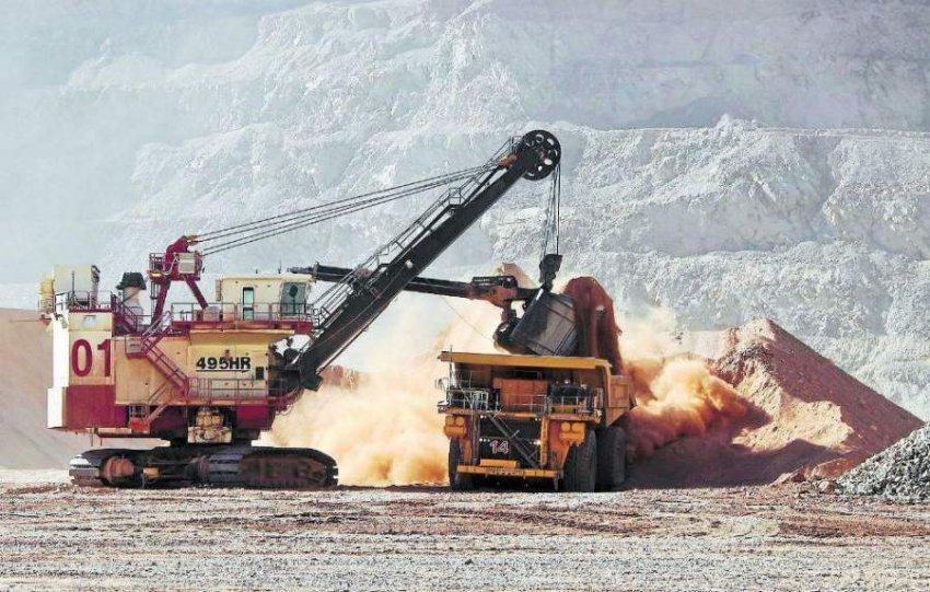 AES Gener y Minera Candelaria firman contrato de suministro de energía renovable por 18 años