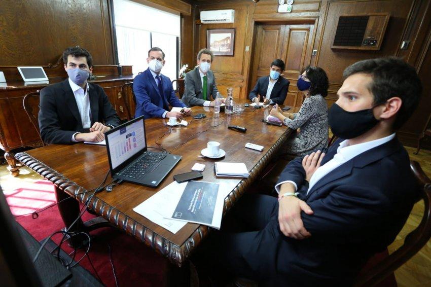 Ministro Isamit presenta el Plan de Licitaciones a Generadoras de Chile
